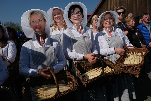 Asparagus「Asparagus Season Underway In Beelitz Region」:写真・画像(19)[壁紙.com]