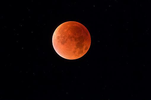 皆既月食「Total lunar eclipse with stars in background, blood moon」:スマホ壁紙(18)