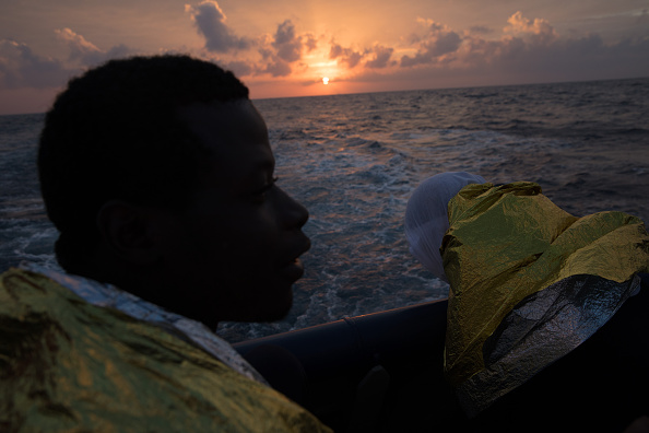 Mother Board「MOAS Conduct Rescue Operations Off The Libyan Coast」:写真・画像(4)[壁紙.com]