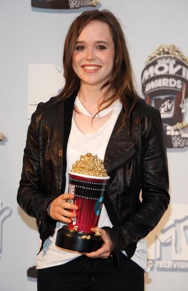 2008「17th Annual MTV Movie Awards - Press Room」:写真・画像(18)[壁紙.com]