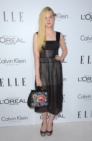 Multi Colored Purse「19th Annual ELLE Women In Hollywood Celebration - Arrivals」:写真・画像(17)[壁紙.com]