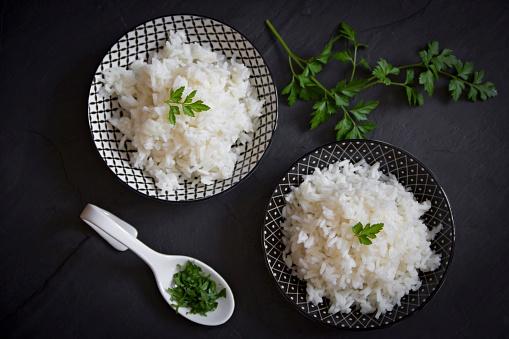 Long Grain Rice「Two bowls of long grain rice with parsley」:スマホ壁紙(19)