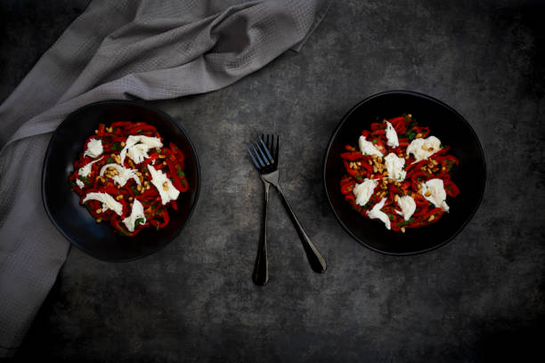 Two bowls of vegetarian salad with red bell peppers, mozzarella, roasted pine nuts, parsley and chive:スマホ壁紙(壁紙.com)