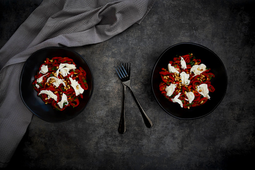 Pine Nut「Two bowls of vegetarian salad with red bell peppers, mozzarella, roasted pine nuts, parsley and chive」:スマホ壁紙(9)