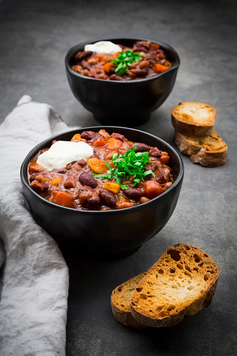 Chili Con Carne「Two bowls of Chili con Carne with fresh coriander and sour cream」:スマホ壁紙(0)