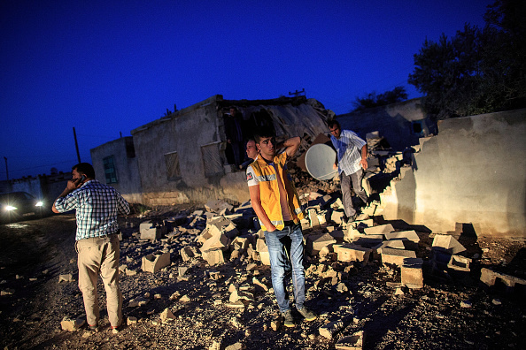 Rubble「Refugees Flee Syria As ISIS Shoots Into Turkey For The First Time」:写真・画像(10)[壁紙.com]