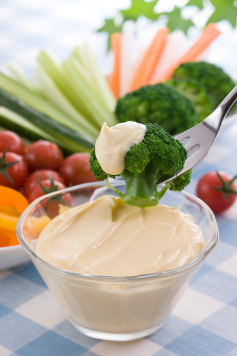 Mayonnaise「Putting Mayonnaise on Broccoli」:スマホ壁紙(19)