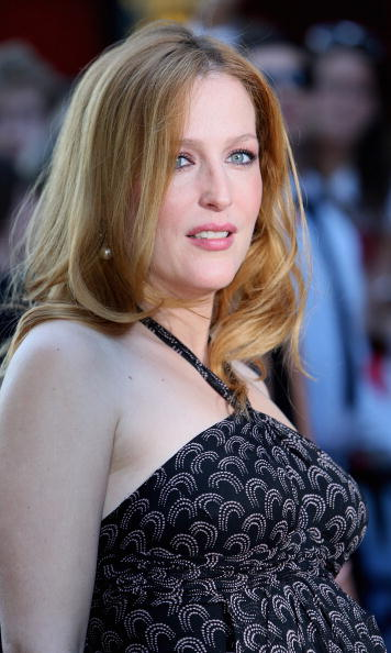 Halter Top「'The X Files, I Want To Believe' UK Film Premiere: - Arrivals」:写真・画像(4)[壁紙.com]