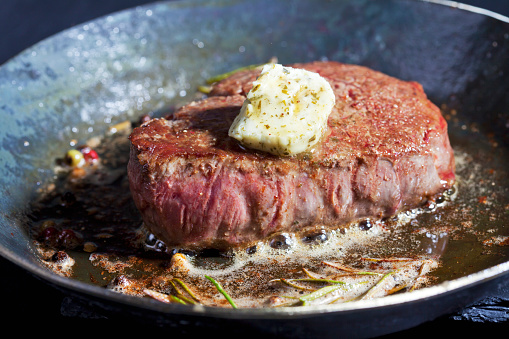 Beef「Fried fillet of beef with herb butter, peppercorns and rosemary in a pan」:スマホ壁紙(1)