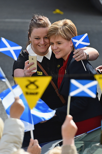 Wireless Technology「Nicola Sturgeon Campaigns As Election Day Looms」:写真・画像(18)[壁紙.com]