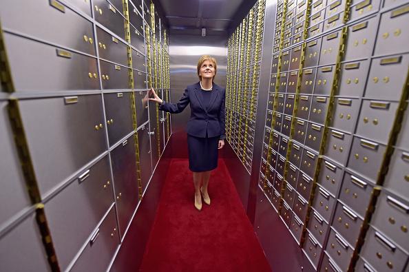 Finance and Economy「Nicola Sturgeon Opens Scotland's First Safe Deposit Box Service」:写真・画像(10)[壁紙.com]