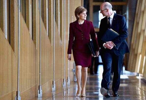 問う「Scotland's First Minister Nicola Sturgeon Attends FMQ's」:写真・画像(9)[壁紙.com]