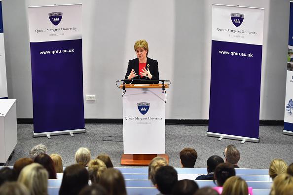 East Lothian「Scotland's First Minister Visits A Nursing College」:写真・画像(9)[壁紙.com]