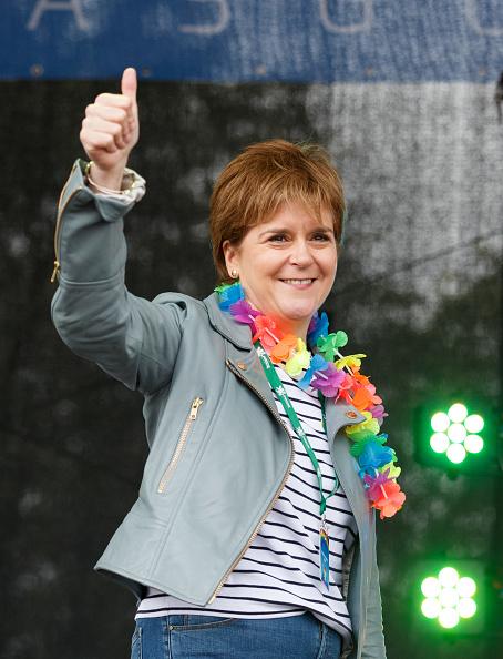 上半身「Nicola Sturgeon Opens Glasgow Pride」:写真・画像(2)[壁紙.com]