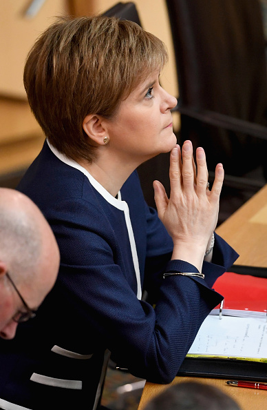 Hand「Nicola Sturgeon Takes First Minister's Questions」:写真・画像(19)[壁紙.com]