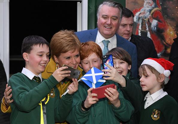 School Bus「Nicola Sturgeon Kicks Off The SNP Campaign Bus Tour」:写真・画像(12)[壁紙.com]