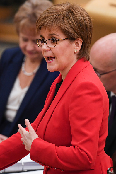 Incidental People「Nicola Sturgeon Takes First Minister's Questions」:写真・画像(11)[壁紙.com]