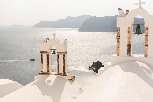 Bell「Two Bells of White church on Santorini island, Greece」:スマホ壁紙(14)