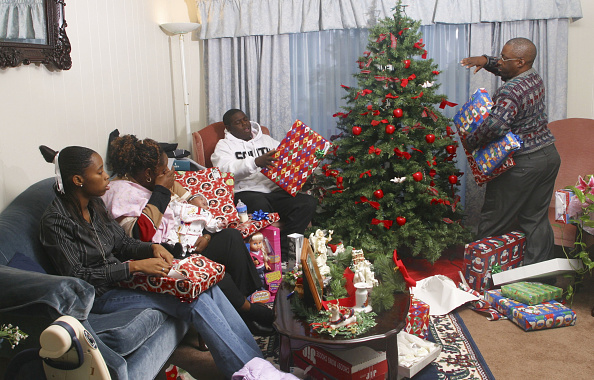 Christmas Present「Family Of Marine In Iraq Celebrates Christmas」:写真・画像(4)[壁紙.com]