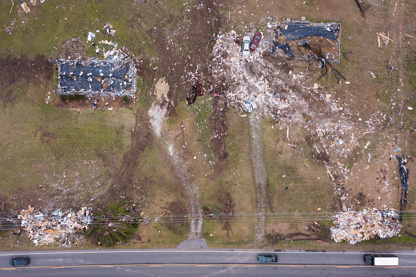 Elijah Nouvelage「Alabama Residents Continue Clean-Up After Tornadoes Claimed 23 Lives And Caused Widespread Damage」:写真・画像(1)[壁紙.com]