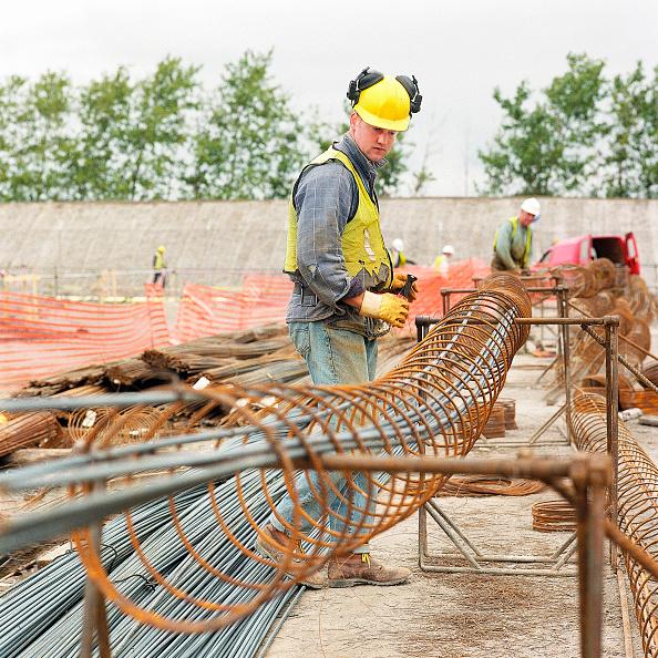 静物「Fabricating steel reinforcement cages for concrete piles. Connahs Quay gas-fired power station, North Wales, United Kingdom.」:写真・画像(3)[壁紙.com]