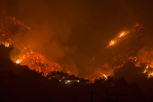 カリフォルニア州「Southern California Wildfires Forces Thousands to Evacuate」:写真・画像(8)[壁紙.com]