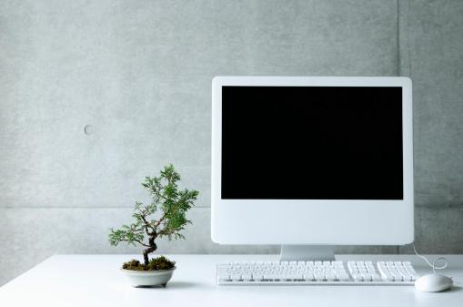 シリーズ画像「Desktop PC with small bonsai」:スマホ壁紙(1)