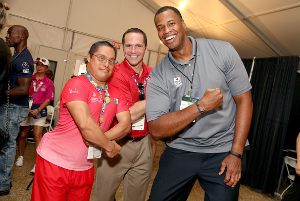 Athlete「Jason Collins, Lauren Potter And Patrick Warburton Visit Special Olympics Athletes At The Starkey Hearing Foundation Healthy Hearing Clinic」:写真・画像(4)[壁紙.com]