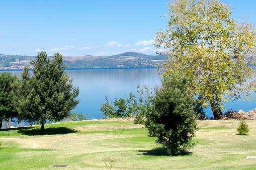 Panoramic「Bracciano lake in Italy」:スマホ壁紙(8)