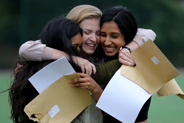 Educational Exam「Schoolchildren Receive Their GCSE Results」:写真・画像(12)[壁紙.com]