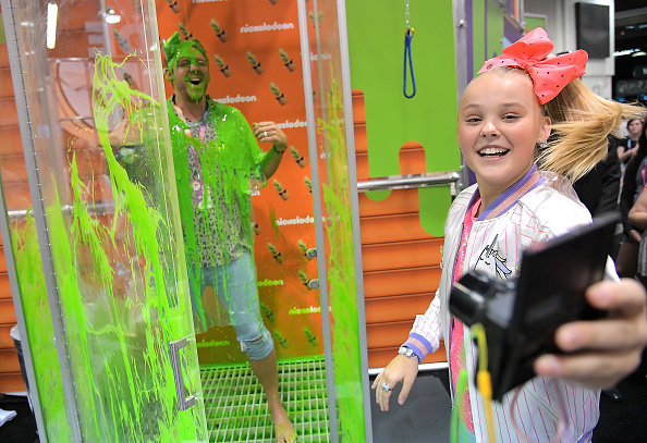 Anaheim Convention Center「Social Influencer, Nickelodeon Star JoJo Siwa at the Nickelodeon Booth at VidCon 2017」:写真・画像(12)[壁紙.com]