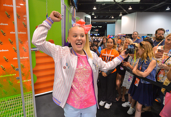 Anaheim Convention Center「Social Influencer, Nickelodeon Star JoJo Siwa at the Nickelodeon Booth at VidCon 2017」:写真・画像(14)[壁紙.com]