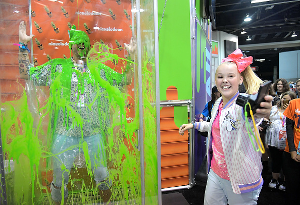 Anaheim Convention Center「Social Influencer, Nickelodeon Star JoJo Siwa at the Nickelodeon Booth at VidCon 2017」:写真・画像(15)[壁紙.com]