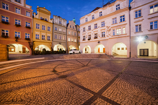 Square「Poland, Lower Silesia, Jelenia Gora, Old Town Square at night, historic city centre」:スマホ壁紙(4)