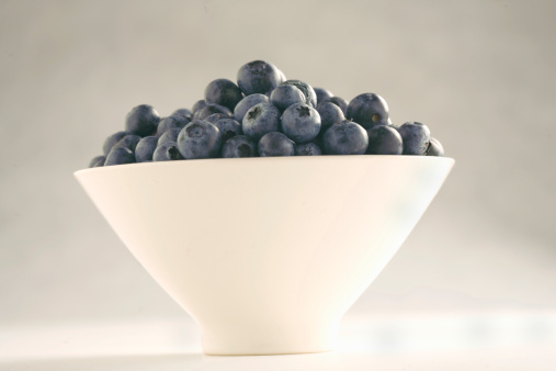 Side View「Blueberries in bowl, close-up」:スマホ壁紙(13)