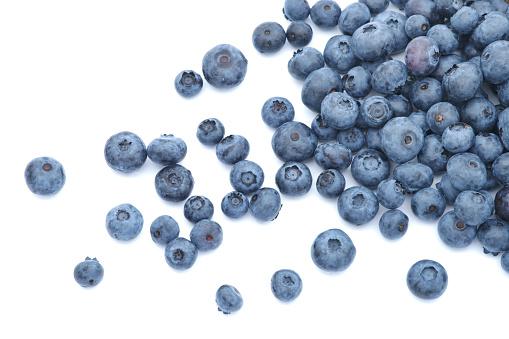 Tilt「Blueberries scattered on white background」:スマホ壁紙(2)