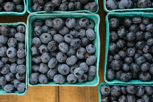 Market Stall「Blueberries in papers containers at market」:スマホ壁紙(19)