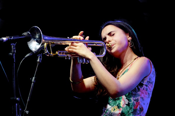トランペット「Andrea Motis Love Supreme Jazz Festival Glynde Place East Sussex 2015」:写真・画像(4)[壁紙.com]