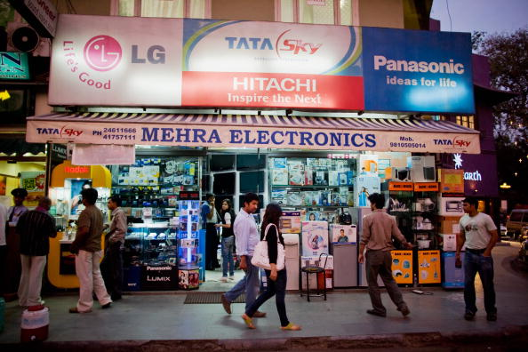 Electronics Industry「Khan Market Enjoys The Last Of Delhi Tourist Season」:写真・画像(13)[壁紙.com]