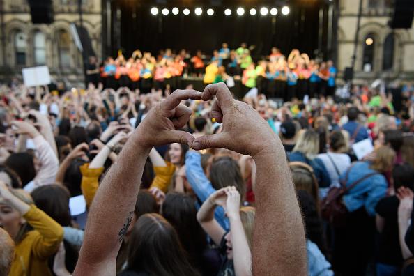 ベストオブ「Manchester Arena Bombing First Anniversary Tribute Takes Place In Albert Square」:写真・画像(15)[壁紙.com]