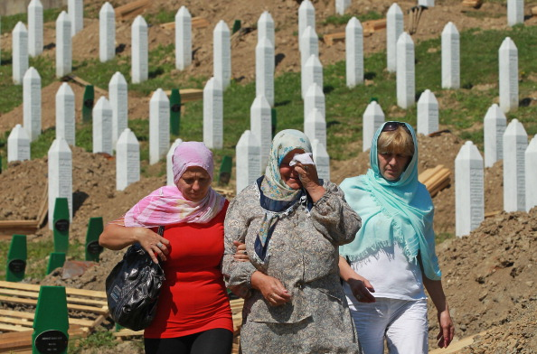 Grave「Preparations For Mass Burial Of Srebrenica Massacre Victims」:写真・画像(8)[壁紙.com]