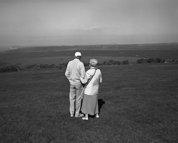 Senior Couple「Sussex Stroll」:写真・画像(7)[壁紙.com]