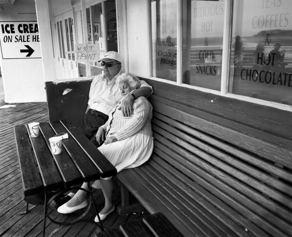 Senior Men「Sleeping On The Pier」:写真・画像(8)[壁紙.com]