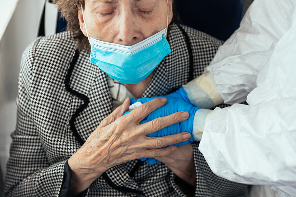 Senior Adult「Red Cross Transfer Coronavirus Patients To Elderly Centre In zaragoza」:写真・画像(7)[壁紙.com]