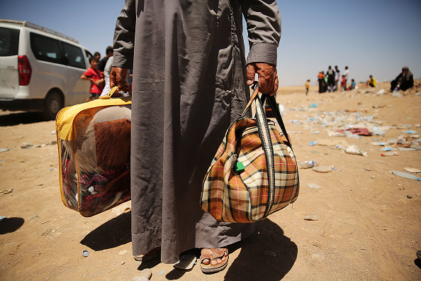 Moving Toward「Refugees Fleeing ISIS Offensive Pour Into Kurdistan」:写真・画像(13)[壁紙.com]