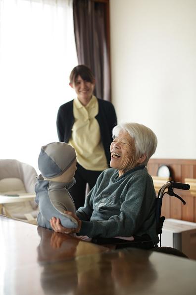 Enjoyment「Japan's Nursing Home Seeks Help From Humanoids」:写真・画像(18)[壁紙.com]