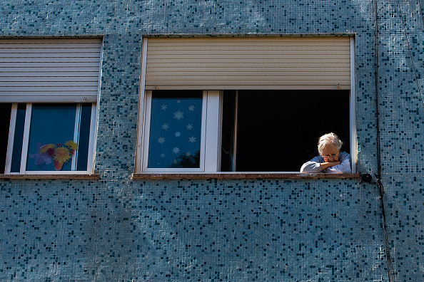 Window「Spain Allows Children To Go Outside, Easing Lockdown Rule」:写真・画像(19)[壁紙.com]