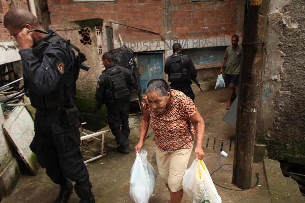 Footpath「Rio De Janeiro's Favelas Under Scrutiny After Brazil Wins Olympic Bid」:写真・画像(11)[壁紙.com]