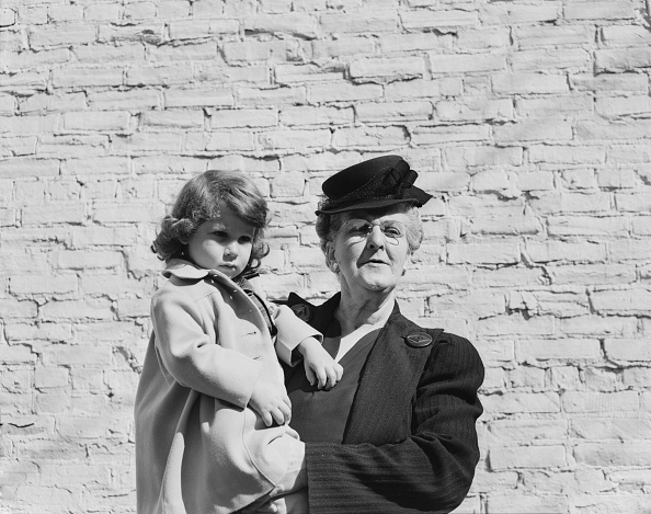 Brick Wall「Woman Holding Child」:写真・画像(9)[壁紙.com]