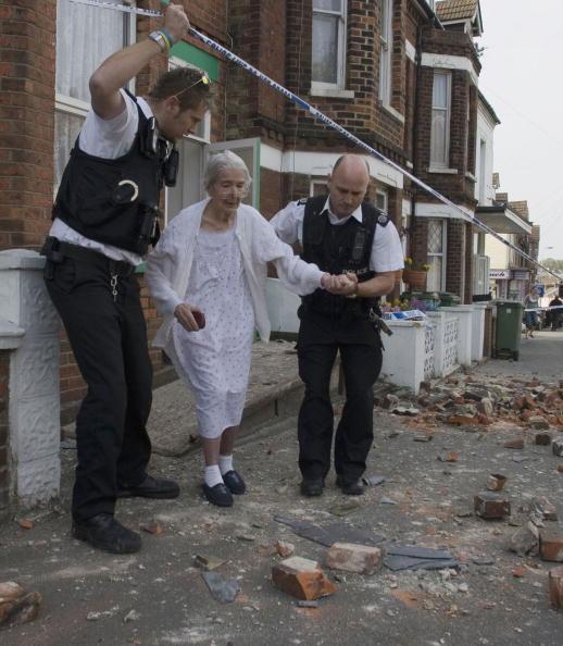 Roped Off「Earthquake Hits Kent」:写真・画像(4)[壁紙.com]